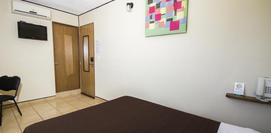 Hotel Mateos 1215